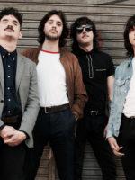 Las Sombras lanza su álbum debut con el apoyo del sello rioplatense Queruza en el año 2016 y logran rápido llamar la atención.